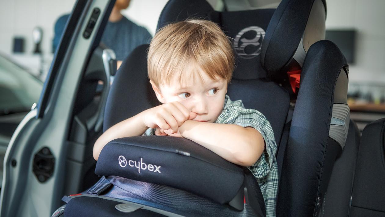 Nicht jeder Kindersitz passt in jedes Familienauto