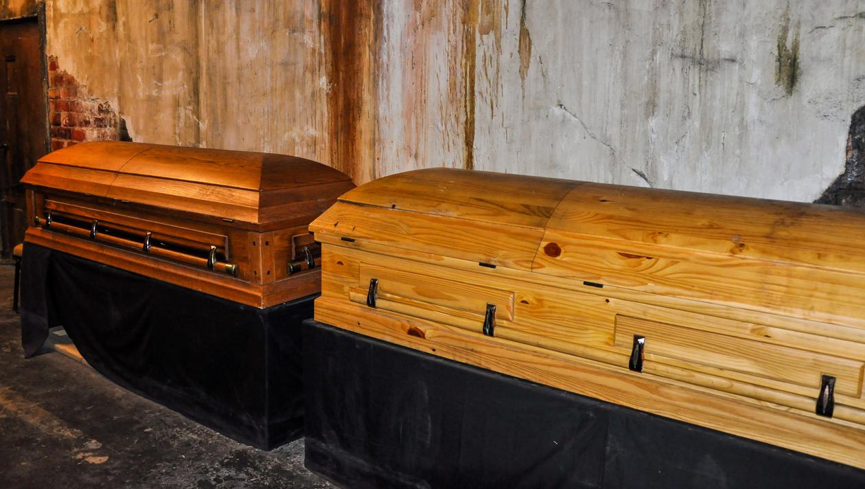 Bestatter lagerte Leichen in alter Kfz-Werkstatt