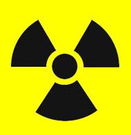 Kinder spielen Atomkraftwerk