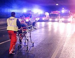 Betrunken gegen Brücke gekracht, drei Verletzte