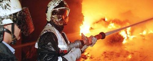 Feuerwehrleute setzten eigene Wache in Brand
