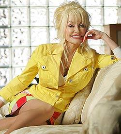 Falsche Brüste & viel Ironie: Dolly Parton wird 70