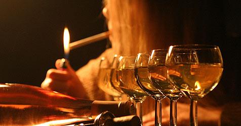 Zigaretten und Alkohol: Jeder Sechste ist süchtig (Bild: Martin Jöchl)