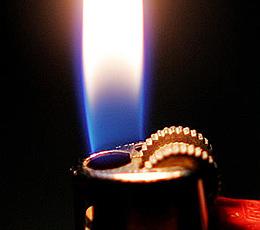 Mit Feuerzeug herumgespielt - Brand in Öllager