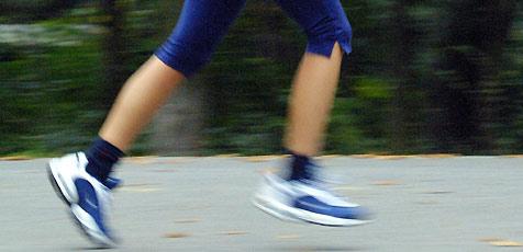 Läuferin von Lkw auf Schutzweg getötet (Bild: Peter Tomschi)
