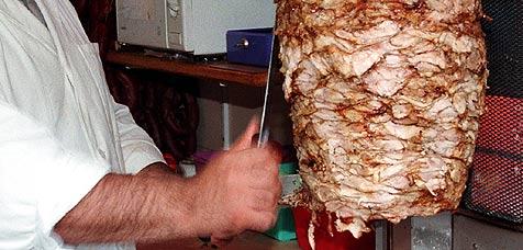 Japaner bereiteten längsten Kebab-Spieß der Welt zu