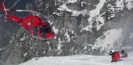 Skitourengeher stürzt 20 Meter tief ab (Bild: Bergrettung Obertraun)