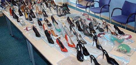 Koreaner stiehlt 1.200 Paar Schuhe auf Trauerfeiern