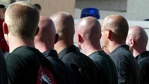 Neonazis bei Strache-Rede (Bild: apa)