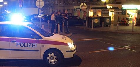 Bank-Einbrecher von verschlossener Tür gestoppt (Bild: Andi Schiel)