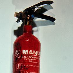 Pkw-Lenker (50) attackiert Mann mit Feuerlöscher (Bild: Andi Schiel)