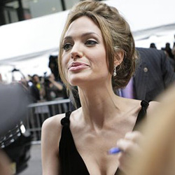 Leidet Angelina an Hepatitis C?