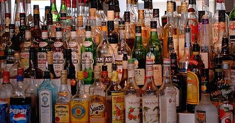 Feuerspucken mit Rum als riskanter Partygag (Bild: Andreas Graf)