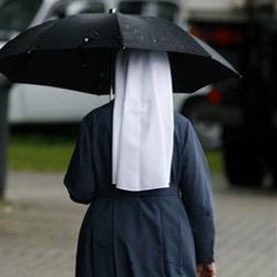 Griechische Nonne verlangt 240.000 ¿ von Kloster