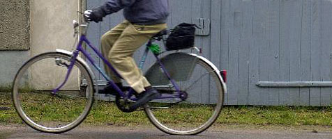 Reuiger Dieb bringt gestohlenes Rad repariert zurück (Bild: AP)
