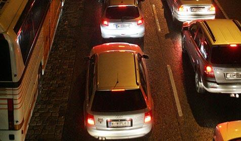 Auffahrunfall im Tauerntunnel verursachte Stau (Bild: Andi Schiel)