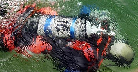 Feuerwehr-Taucher stirbt bei Übung in NÖ im Wasser (Bild: Klemens Groh)