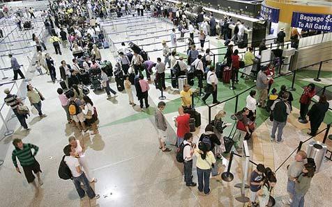 Familie vergisst Zweijährigen auf Flughafen
