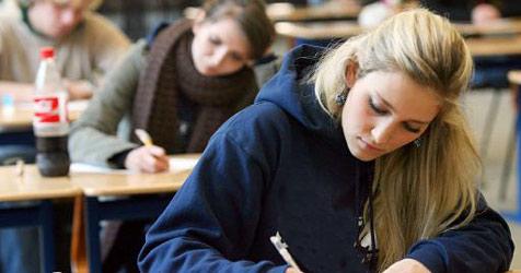 700 Bewerbungen für 40 Lehrstellen beim Land (Bild: APA/EPA/Roland Weihrauch)