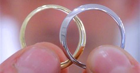 Scherz-Antrag macht Jugendliche zu Ehepaar