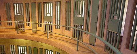 Deutsche Richter sollen testweise ins Gefängnis