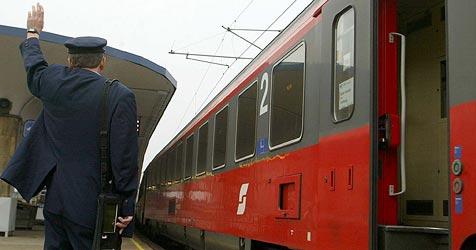 Oberleitungsdefekt sorgte für Stillstand auf der Südbahn (Bild: APA/Herbert P.Oczeret)