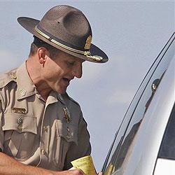 Raser müssen Benzin-Strafzoll zahlen