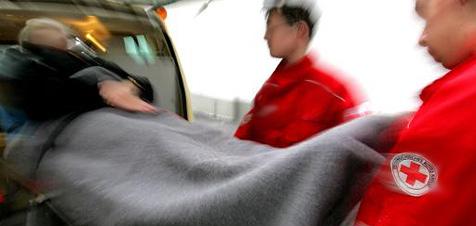 Frau nach Unfall aus umgekipptem Auto geborgen (Bild: APA)