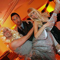 "Falsche Blondine als ""Dancing Queen"" (Bild: Markus Wenzel)"