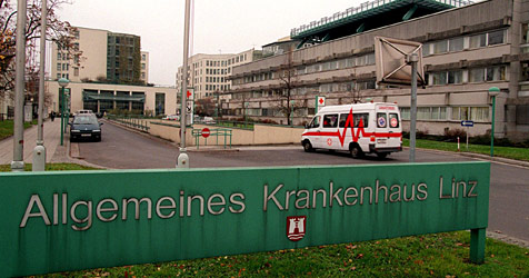 Rutsch über Stiegengeländer endet im Spital (Bild: APA-PHOTO/rubra)