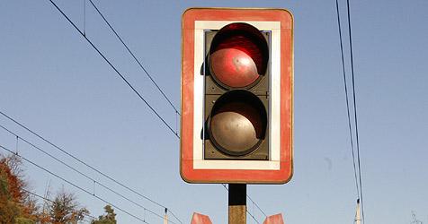 Signal blinkt nur 10 Sekunden, dann rast der Zug vorbei