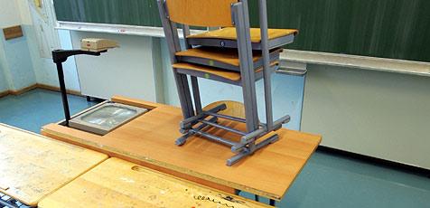 Kriminelle plündern Hauptschule (Bild: APA/ROLAND SCHLAGER)