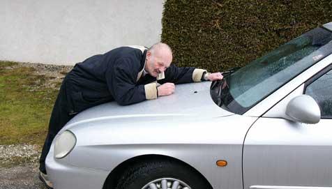 """""""Sheriff"""" fuhr auf Motorhaube mit (Bild: Ernst Vitzthum)"""