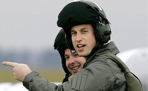 William landet mit Hubschrauber in Kates Garten