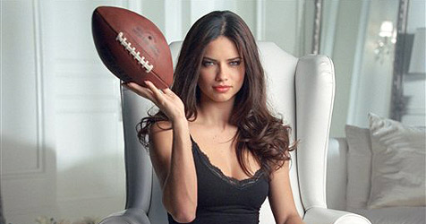 Dessous-Label schickt  Adriana zum Super Bowl