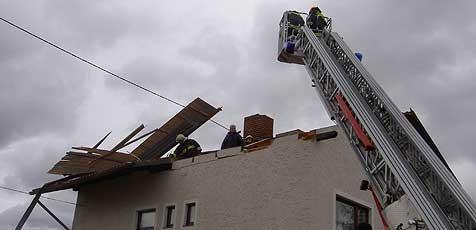 Sturm-Schäden lassen Feuerwehren rotieren (Bild: FF Marchtrenk)