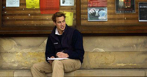 Prinz William schnuppert bei Zeitung