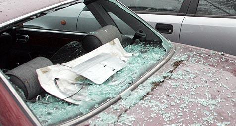 Auto aufgebrochen und verw�stet (Bild: Andi Schiel)