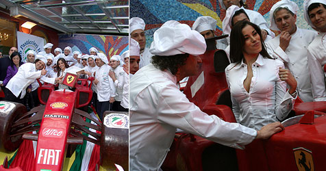 Italienische Konditoren bauen Schoko-Ferrari (Bild: AFP)