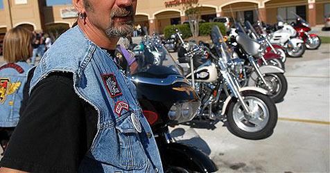 Bikerclub fängt und fesselt Diebe nach Überfall