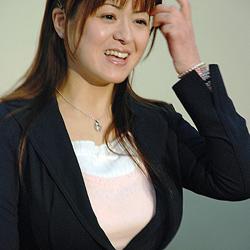 Model verdankt ihren Brüsten Gerichts-Freispruch (Bild: AFP)