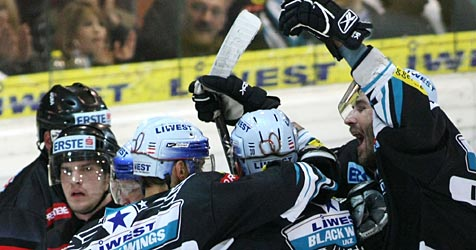 Black Wings besiegen Jesenice mit 4:1 (Bild: APA/Rubra)