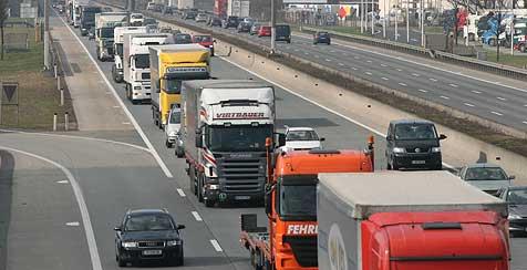 Zwölf Kilometer lange Autoschlange auf der A 1 (Bild: Horst Einöder)