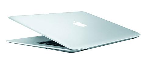 MacBook Air landet mit den Zeitungen im Müll (Bild: apple)