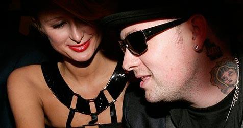 Paris Hiltons Lover fährt Paparazzo über den Fuß
