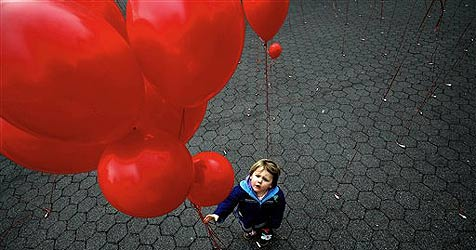 Verlobungsring mit Luftballon davongeflogen