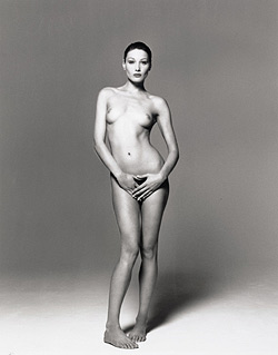 Carla Bruni sauer wegen veröffentlichten Aktbilds (Bild: Christies Images Ltd)