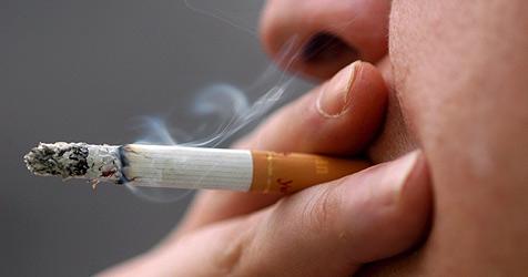Rauchen verursacht binnen Minuten Genschäden (Bild: EPA)