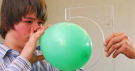 13-Jähriger bläst 213 Ballons mit der Nase auf