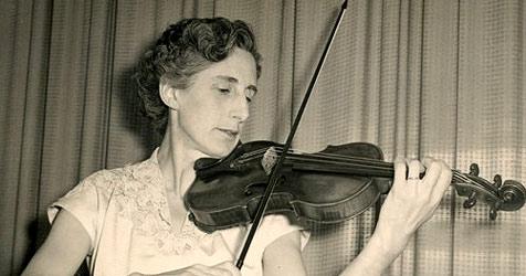 Brite vergisst 310 Jahre alte Violine im Zugabteil